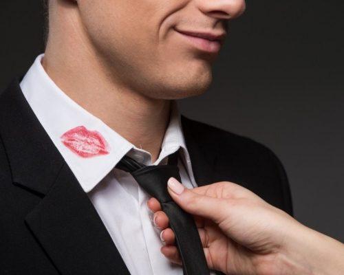 Aš sužinojau apie sutuoktinio neištikimybę ir papasakojau jo meilužės vyrui